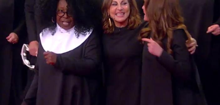 Elenco do filme Mudança de Hábito se reúne para cantar depois 25 anos